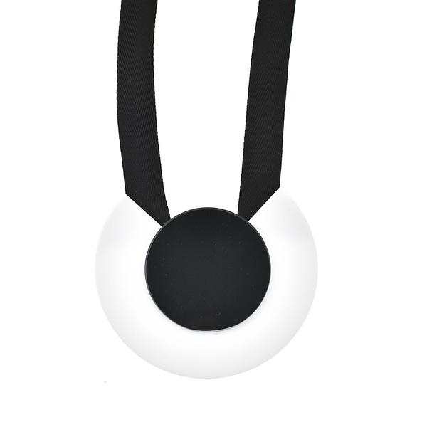κολιέ μαύρο λευκό